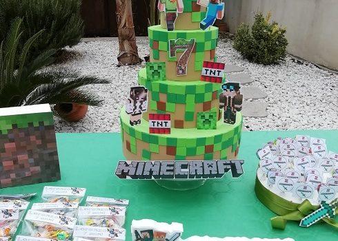 torta scenografica tema minecraft