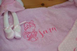 asciugamano con ricamo personalizzato